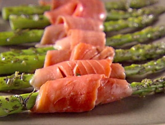 Asparagus and Smoked Salmon Bundles- Healthy and Easy Christmas Recipes.