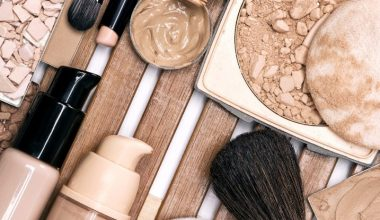 6 Best Drugstore Foundations for Dry Skin in 2020 (Stay Hydrated All Day)