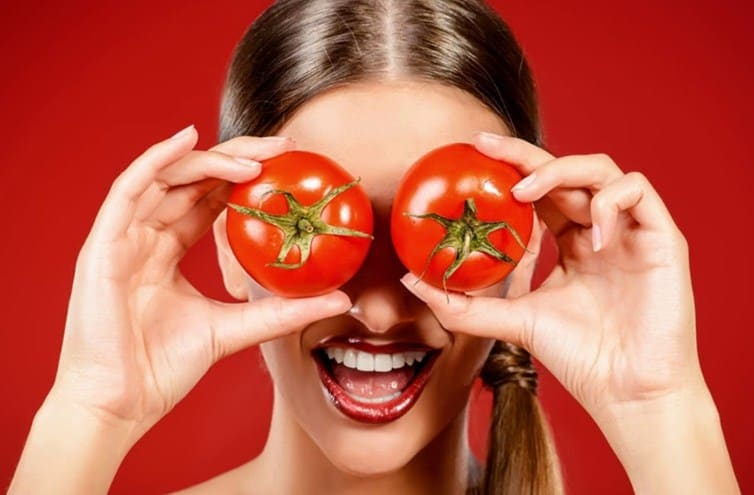 Use tomatoes for oily skin