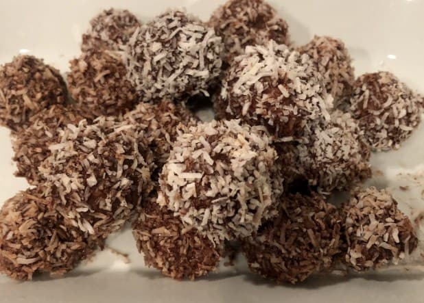 Keto Fat Bombs with Cacao and Cashew