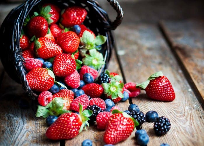 Berries- Natural ways to lose weight fast