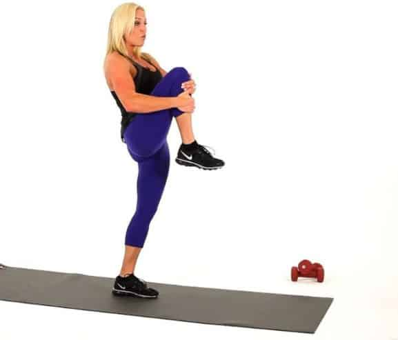 Knee lift to get rid of excess fat around your waistline