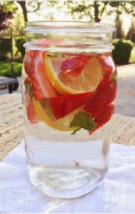 Strawberry, Mint and Lemon Detox Water to shed weight