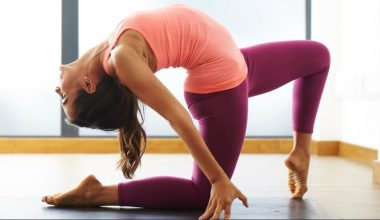 8 Effective Yoga Poses For Weight Loss and Stress Relief